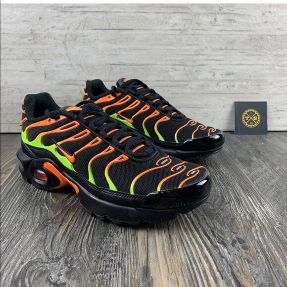 wholesale dealer c212d c853b Nike | Air Max Plus - Volt/Total Orange - 5Y